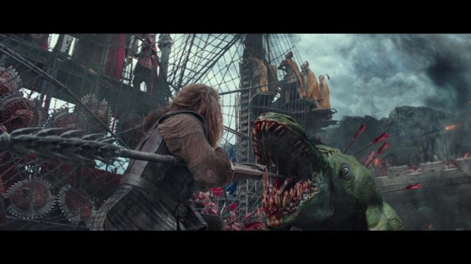 the great wall movie matt damon alien fight