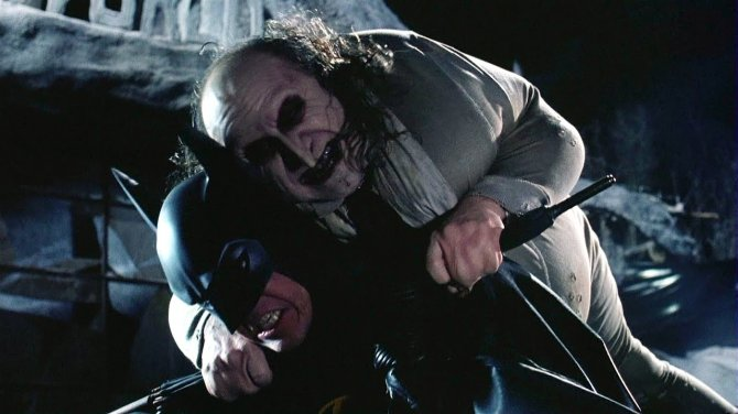 batman returns penguin fighting batman