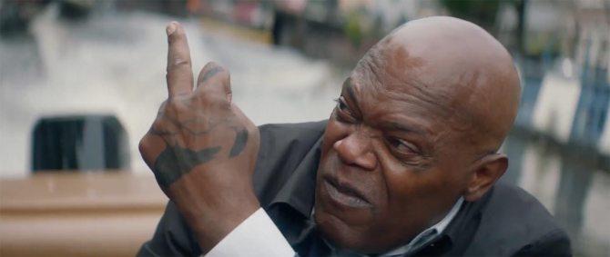 hitmans bodyguard samuel l jackson the finger